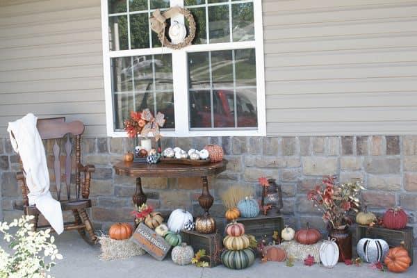 Cozy fall porch decorations
