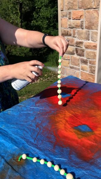 spray painting a wood bead garland ~ alifeofbalance.com
